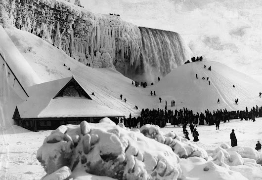 A Look Back at a Frozen Niagara Falls: Photos Niagara Falls frozen ...