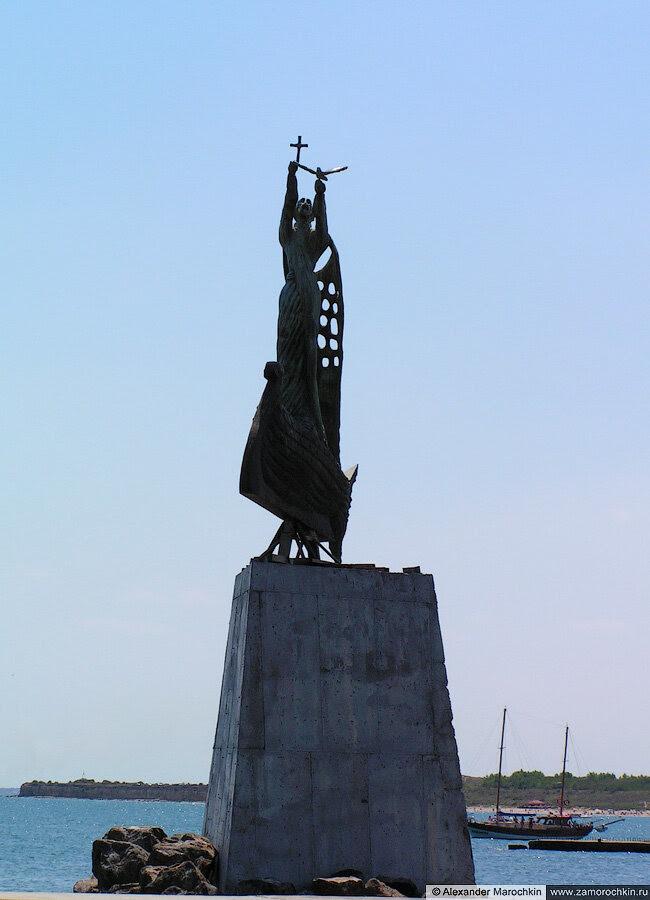 Монумент в Старом Несебре, Болгария