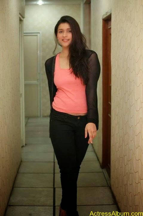 Zid Actress Mannara Chopra Hot Unseen Pics 5