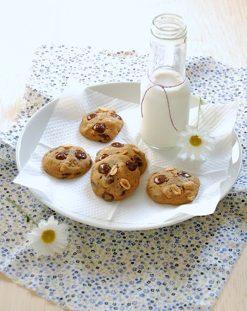 Chocolate chip peanut cookies / Cookies com gotas de chocolate e amendoim