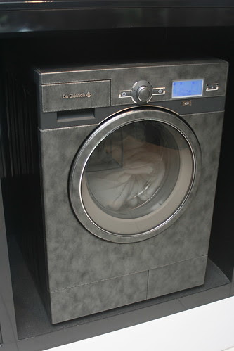 Superluxurious leather-clad washing machine from De Dietrich