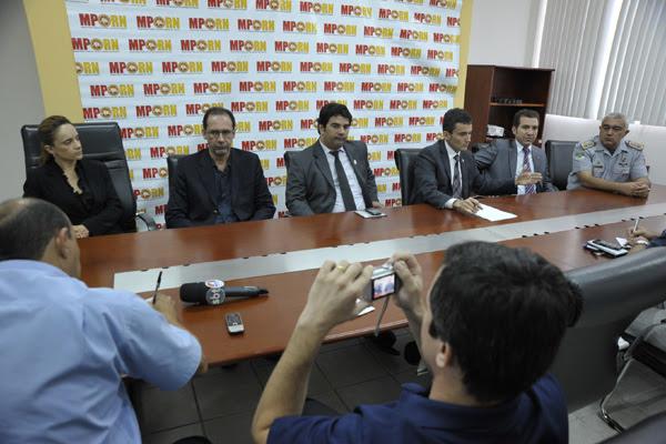 Procurador de Justiça, Manoel Onofre Neto, conduziu coletiva sobre intimidações feitas por bandidos
