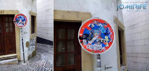 Sinal de trânsito tapado com autocolantes [en] Traffic sign covered with stickers