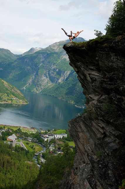 Eskil Ronningsbakken is an extreme  creative somebody from Stange Eskil Ronningsbakken's Amazing Balancing Acts