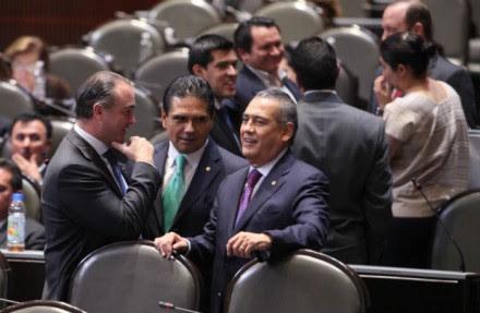 Legisladores durante las discusiones de leyes energéticas. Foto: Benjamín Flores.