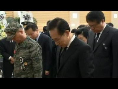 Lee mourns S. Korean soldiers