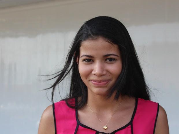 Emanuela Maria comemorou tema da redação  (Foto: Beto Marques/G1)