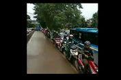 Penerobos 'Busway' Berjejer Menghindar Ditabrak Bus Transjakarta