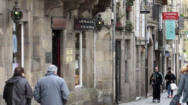 Fachada de la farmacia que tiene la familia de Carolina Bescansa en Santiago