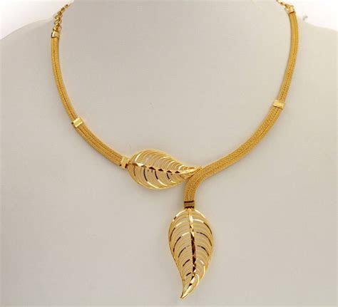 simple wedding gold necklace designs labels kerala