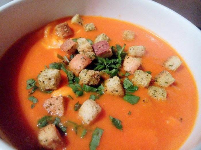 Sopa-de-Tomate-com-Ovos-Escalfados