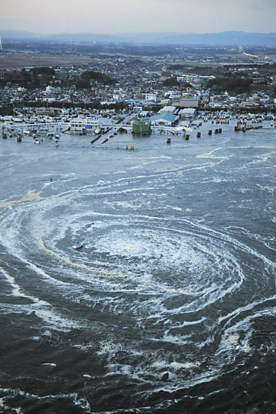Tsunami formou enorme redemoinho perto de um porto em Oarai, Ibaraki Leia mais