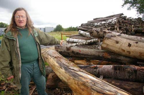 Le forestier Claude Ammerich est scandalisé par ces 20 hectares de bois qu'on a coupé pour le laisser pourrir.