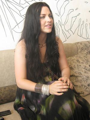 Amy Lee, vocalista do Evanescence, em hotel no Rio de Janeiro (Foto: G1)
