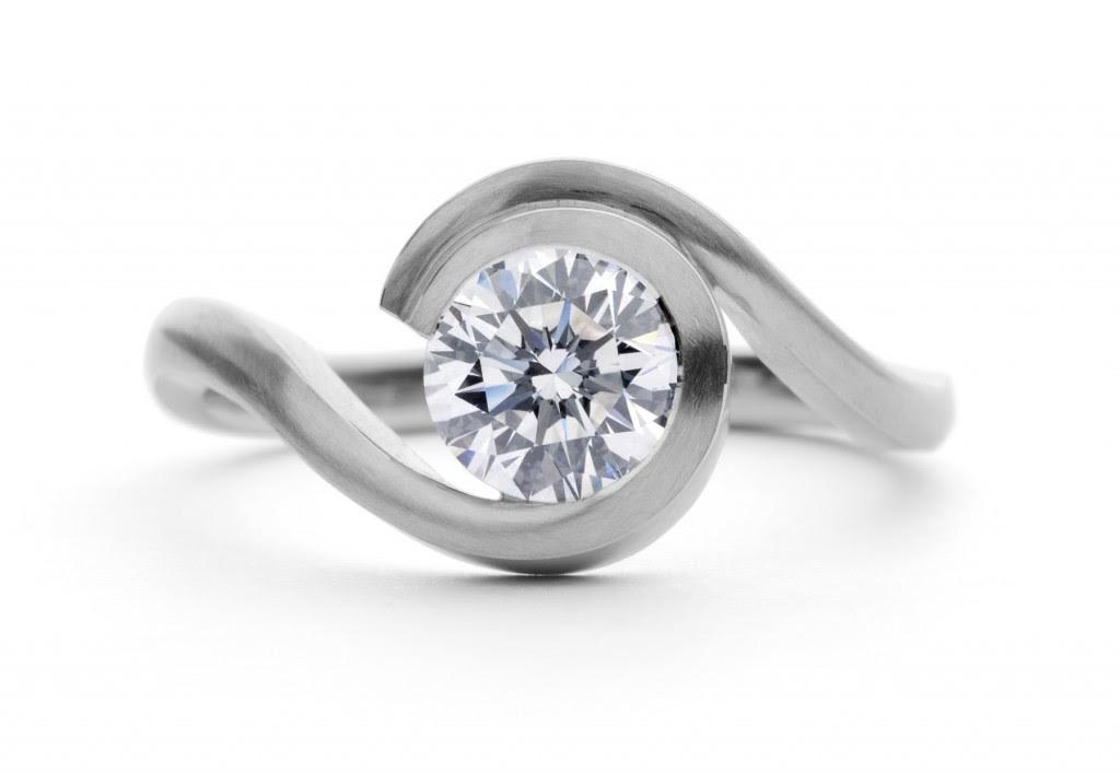 Kaia joyas en que mano se usa derecha o izquierda for En que mano se usa el anillo de compromiso