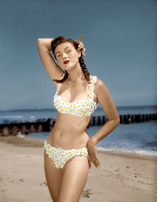 Bunny Yeager in hand-made daisy bikini, Miami, 1955 © Bunny Yeager