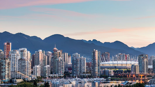 Vancouver real estate gets (yet another) boost thanks to falling loonie