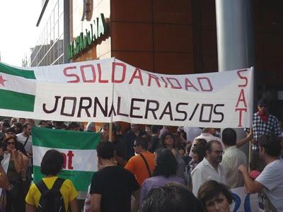 'Fuera fascistas de Vallekas', se leía en una de las pancartas.
