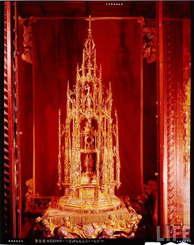 Custodia de Arfe de la Catedral de Toledo en 1963. Fotografía de Dmitri Kessel. Revista Life