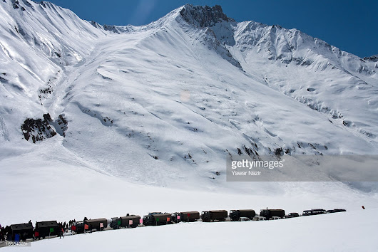 LEH -SRINAGAR HIGHWAY CLOSED DUE TO HEAVY SNOWFALL ON ZOGILA PASS #ladakh #srinagar #travel #india