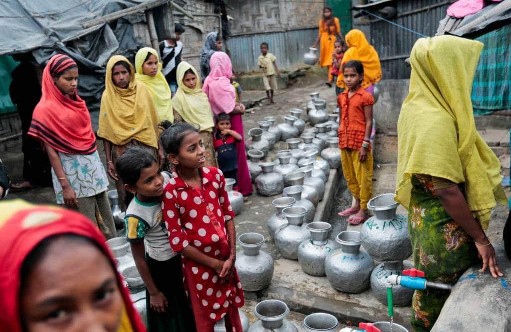 Donne di etnia rohingya in un campo profughi a Teknaf, vicino Cox's Bazar, in Bangladesh, il 3 dicembre 2016. - A.M. Ahad, Ap/Ansa