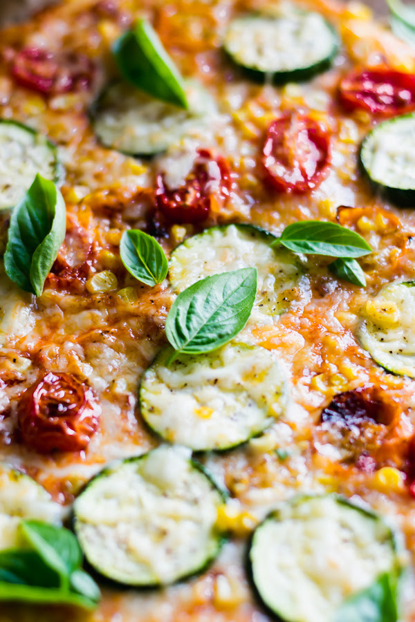 as well as Zucchini Flatbread Pizza is what belatedly summertime dreams are made of roasted tomato, corn, as well as zucchini flatbread pizza