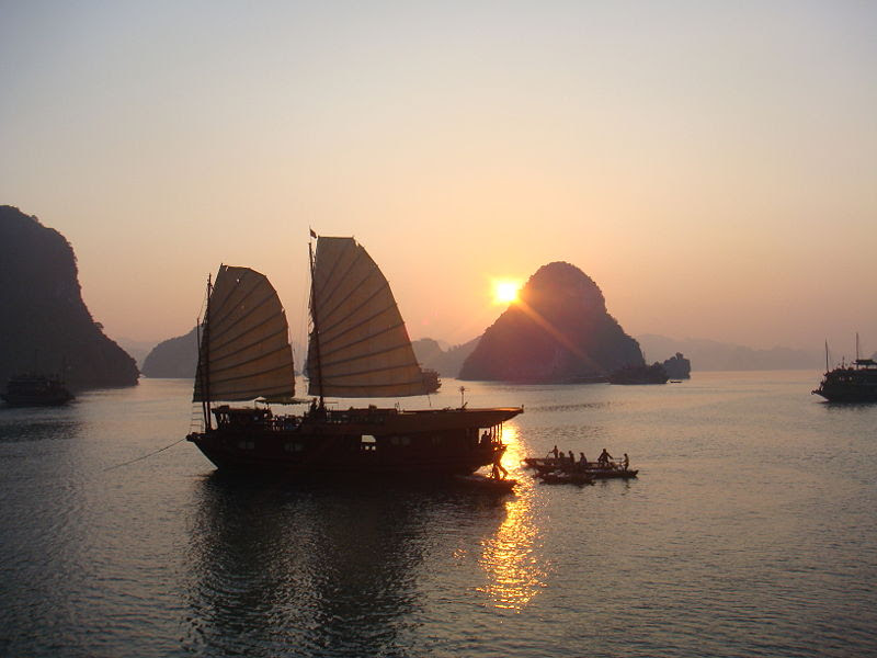 File:Ha Long Bay, sunset.jpg