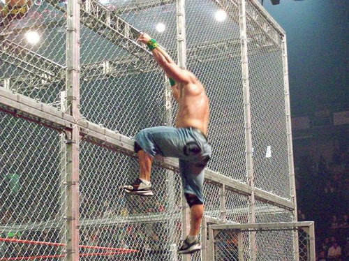 John Cena w Hell in a Cell Matchu?