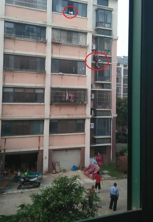 Salvador anônimo escala edifício para salvar menina