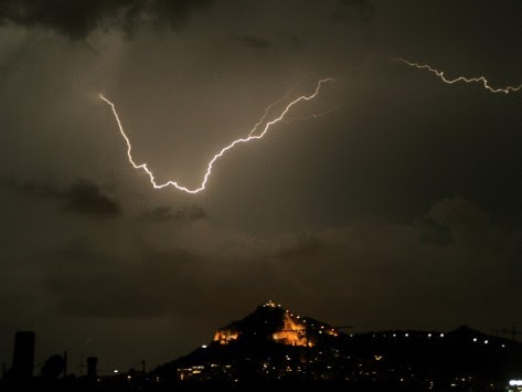 Άγρια επιδείνωση του καιρού σε όλη τη χώρα - Ποιές περιοχές θα χτυπήσει η κακοκαιρία τις επόμενες ώρες