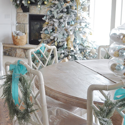 christmas-living-room-by-sita-montgomery