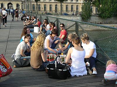 pique nique sur le pont des arts 2.jpg