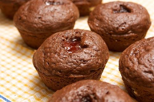 (white) chocolate and jam cupcakes