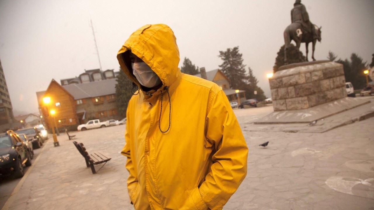 CALBUCO. Hay temor en Bariloche, donde ya suspendieron los vuelos y las clases.Villa La Angostura y San Martín de los Andes ya sufren con las cenizas del Calbuco. En 2011, el Puyehue causó daños terribles. Esta madrugada, erupcionó por segunda vez. (Reuters)