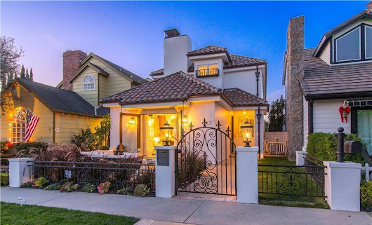 Fully Renovated Custom Home in Corona Del Mar Opened Escrow