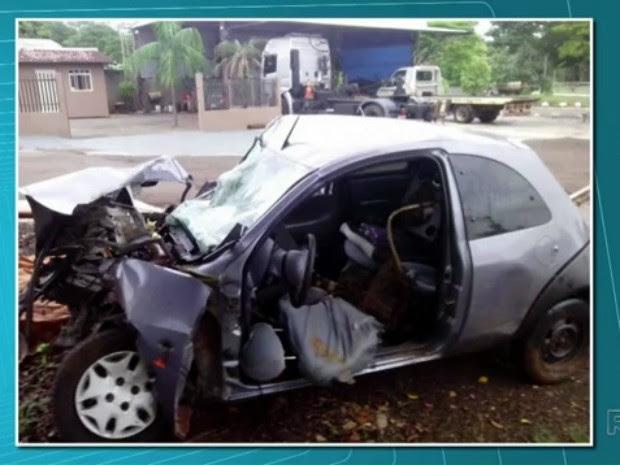 Dois jovens morreram em um acidente entre Jardim Alegre e Lidianópolis, na madrugada deste sábado (18) (Foto: Reprodução RPC)