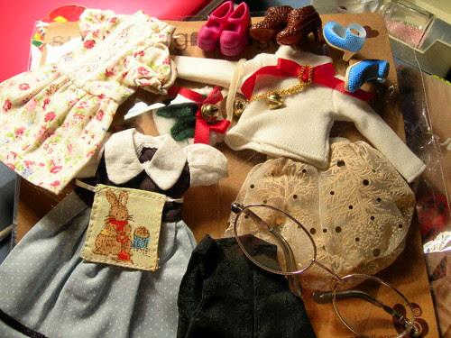 ropita, zapatos, gafas...