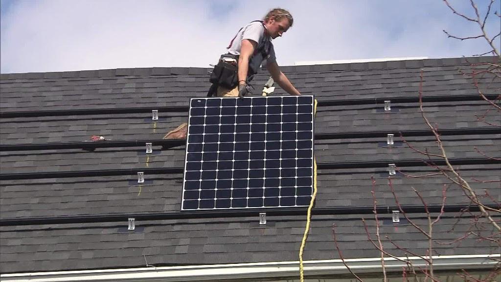 170524140107-qmb-solar-jobs-boom-0000282