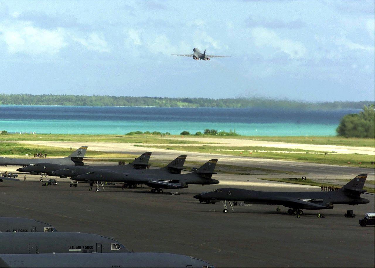 http://upload.wikimedia.org/wikipedia/commons/thumb/b/b0/B-1_Bombers_on_Diego_Garcia.jpg/1280px-B-1_Bombers_on_Diego_Garcia.jpg
