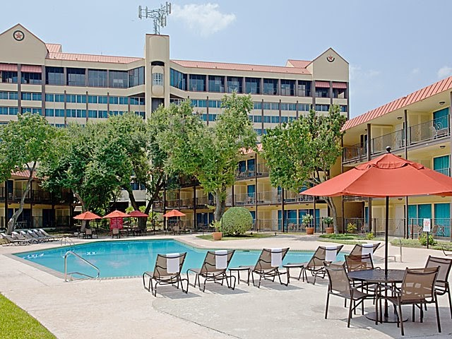Complaint: A Stay at the Crowne Plaza near Houston Reliant (Update)