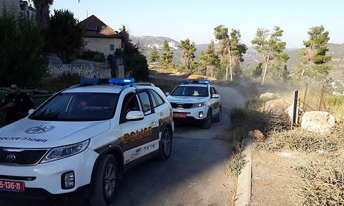כוחות בכניסה ליער ירושלים הבוקר (צילום: נועם (דבול) דביר)