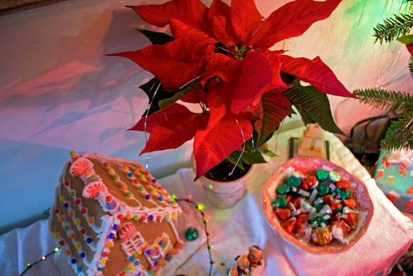 Gingerbread house and Poinsettias via foobella.blogspot.com