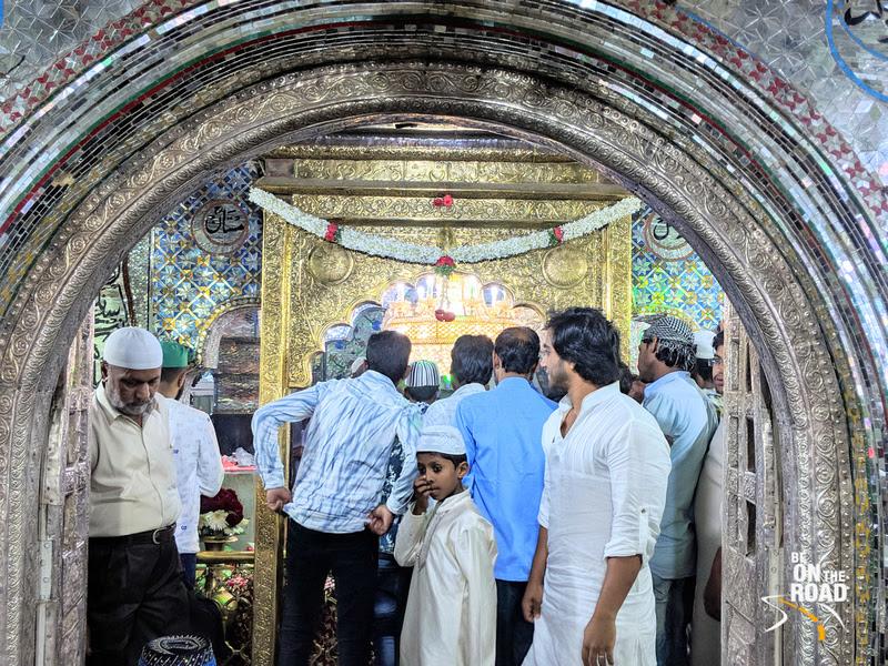 The glittering Dargah Hazrat Tawakkal Mastan Shah Saharwadi, Bangalore