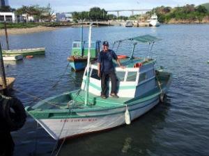 Pescador Helson coleciona histórias em Vitória (Foto: Leandro Nossa / G1 ES)
