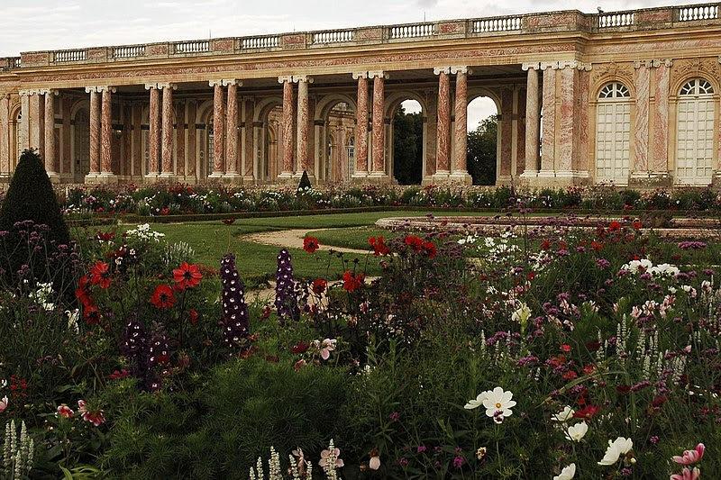 File:Grand Trianon.jpg