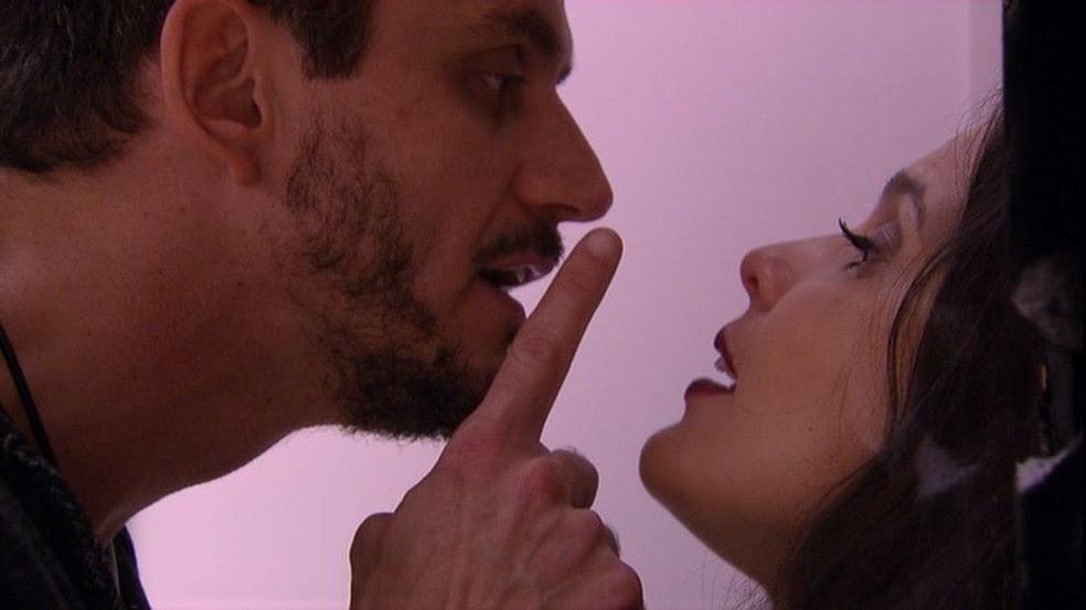 Marcos discute com Emilly levantando o dedo (Foto: Reprodução/TV Globo)