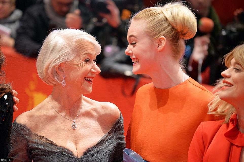 Bom tempo: houve muitas risadas compartilhadas por Helen e Elle, quando o evento começou.