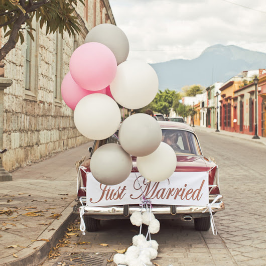15 Awesome Ideas To Embellish Your Wedding Getaway Car!