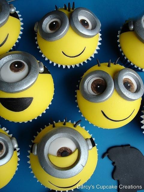 Nice Minions cupcakes.