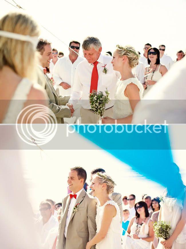 http://i892.photobucket.com/albums/ac125/lovemademedoit/welovepictures/StrandKombuis_Wedding_066.jpg?t=1324654875